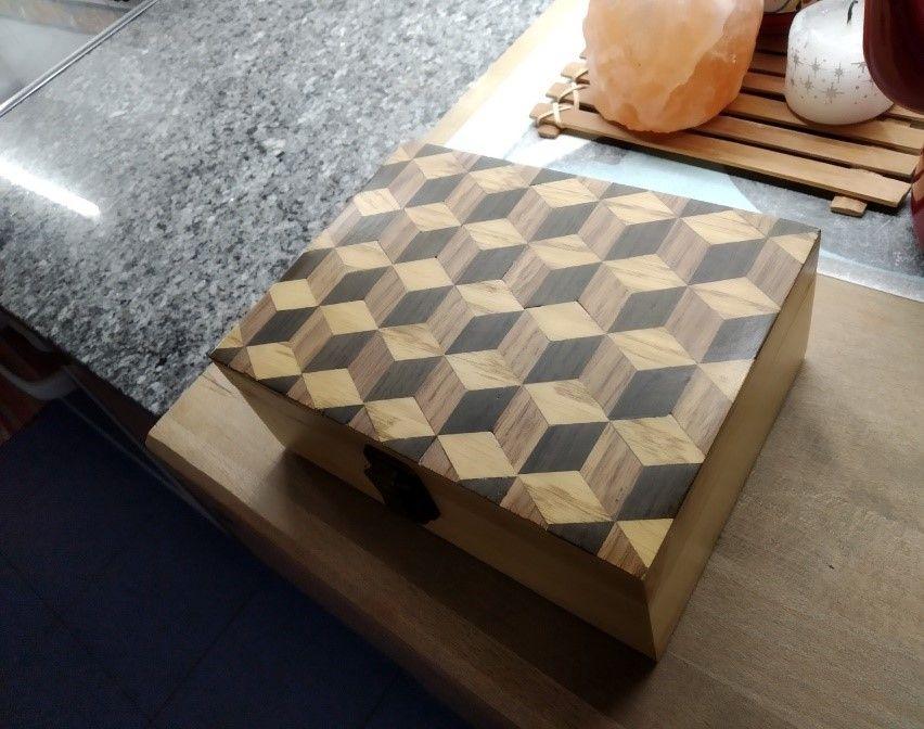 Como combinar pequeños fragmentos de madera para conseguir motivos ornamentales